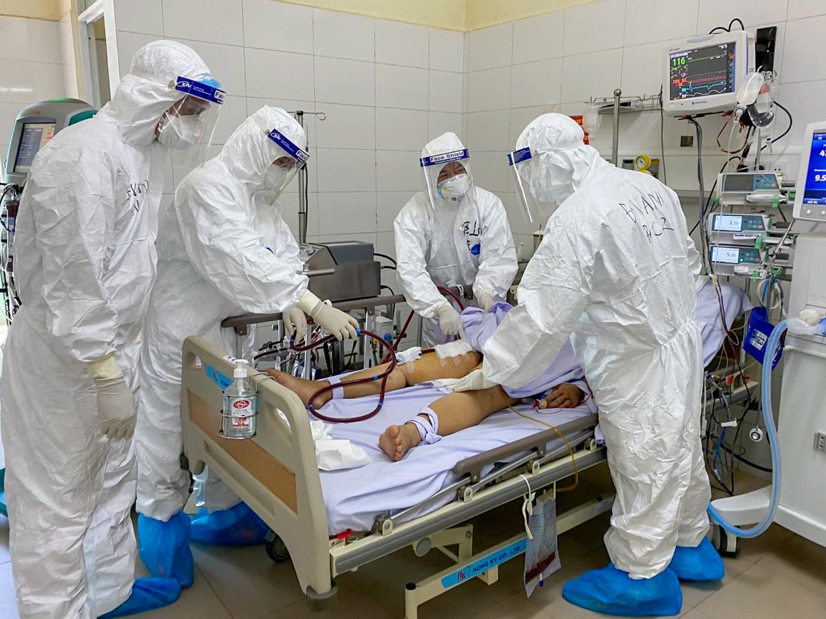 30 bệnh nhân Covid-19 tiên lượng nặng