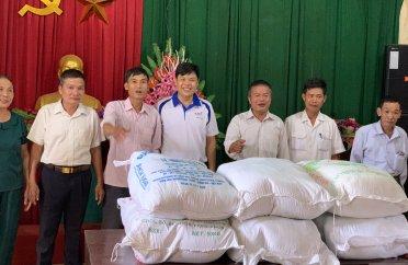 Công ty cổ phần dược phẩm An Thiên các chi nhánh trao tặng quà cho các hộ gia đình khó khăn